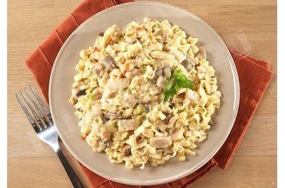 Курица с лапшой в сливочном соусе с грибами CAN